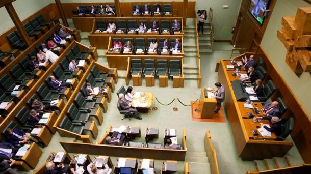 Constituci n del parlamento vasco inicio de la x for Streaming parlamento
