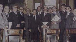 1981ean Kontzertu Ekonomikoa adostu zutenen familia-argazkia. EiTB
