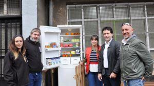 El frigorífico permitirá que cualquier persona pueda dejar y coger alimentos.