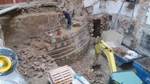 Los restos del castillo hallados en la Plaza del Castillo de Pamplona. Foto: Labrit Ondarea