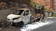 Calcinados un camión y un turismo en un incendio en Lezo
