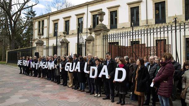 Concentración frente al Parlamento Vasco. Foto: EFE