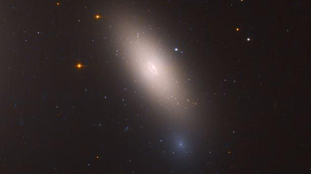 Berdin dagoen galaxia baten irudia, Hubble espazio teleskopioak hartuta. Egilea: NASA.