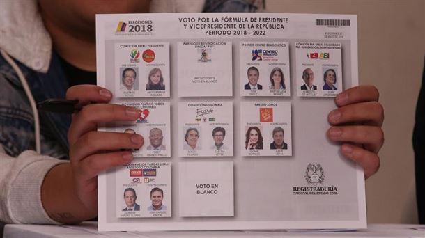 Elecciones en Colombia transcurren en calma y con alta participación