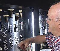 El hondarribitarra Jose Mari Lopez colecciona 3.000 sacacorchos