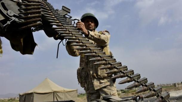 70 muertos tras bombardear Yemen posiciones de milicianos houthis