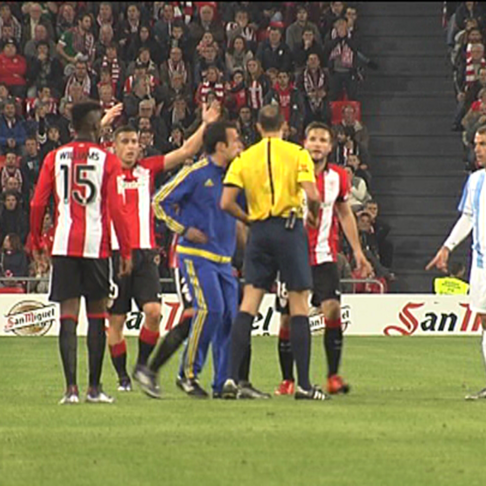 Vídeo | Athletic Málaga: El Cuarto árbitro, Protagonista En San Mamés |  Vídeos Athletic Club De Bilbao | EiTB