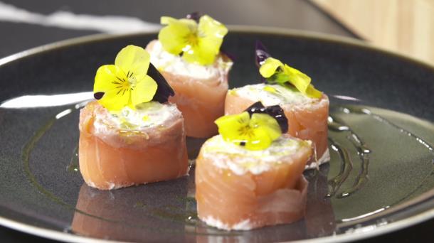 Vídeo receta express de rollitos de salmón ahumado con queso y ...