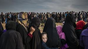 World Press Photo 2018. Ivor Prickett. Civiles haciendo cola en Mosul