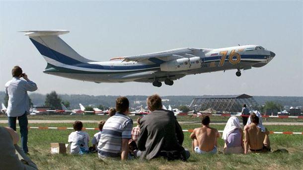 6b934fdf41f Imagen de archivo de un avión como el accidentado hoy en Aljeria. Foto  EFE