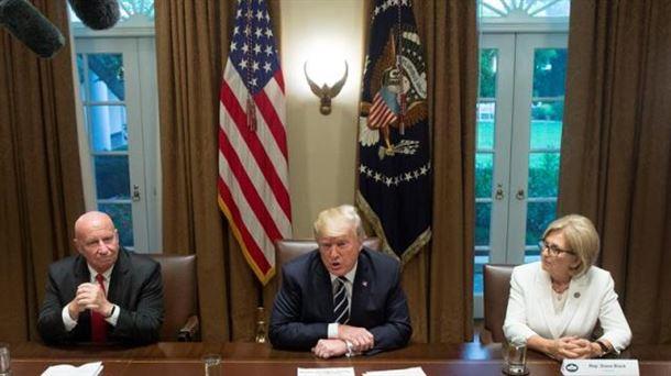 Trump dice que se 'expresó mal' sobre la injerencia rusa en las elecciones