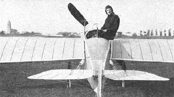 14d7c817bc5 Alfaro a bordo de su Alfaro I en 1914. Fuente  Wikipedia