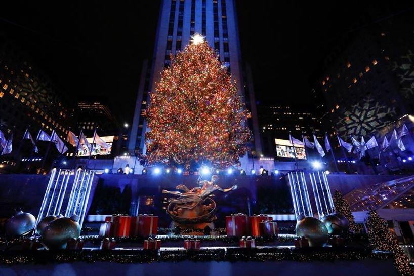 1662f1fcc76 Vídeo  Encienden las luces del árbol de Navidad de Nueva York en 2018