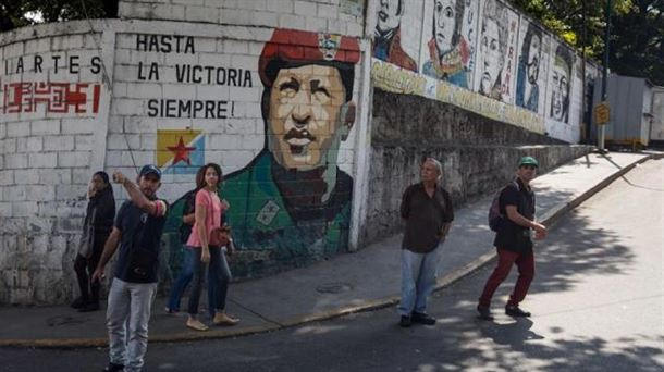 Seguidores de Maduro participan en una caravana de apoyo en Caracas (Venezuela). Foto: EFE