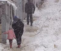 La nieve cubre los campos de refugiados sirios en el Líbano