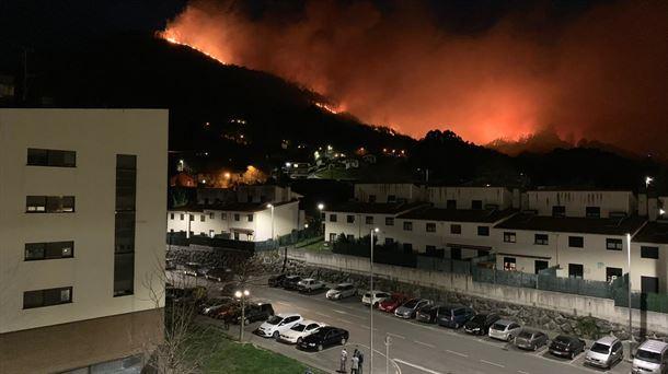 El fuego de Muskiz queda totalmete extinguido