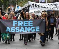 El fundador de WikiLeaks pasa su primera noche en una cárcel británica tras 7 años