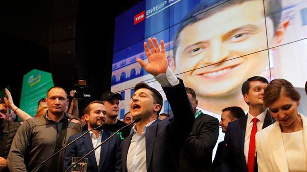 Zelenski celebra su victoria en las elecciones ucranianas.