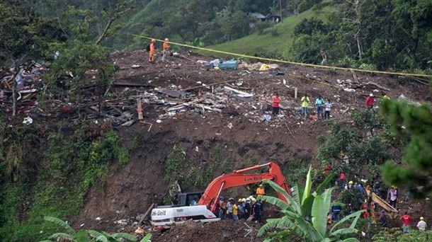 Image result for Colombia: al menos 19 muertos por deslizamiento de tierra producido por lluvias