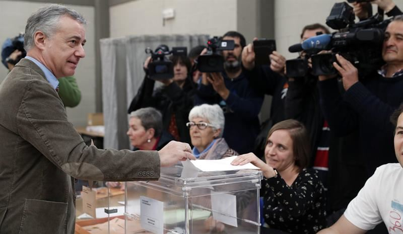 PNV | Seguimiento de la Jornada 20190428102648_urkullu-bozkatzen-votando_original_imagen