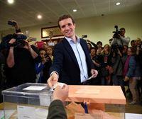 Pablo Casado acude a las urnas