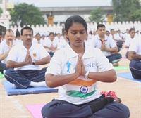 Millones de personas celebran el Día Internacional del Yoga en la India