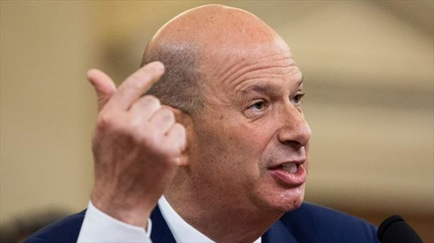 El embajador de Estados Unidos ante la UE reconoce que presionaron a Ucrania
