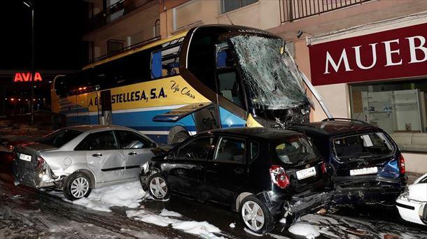 El autobús arrolló a 15 vehículos. Foto: EFE