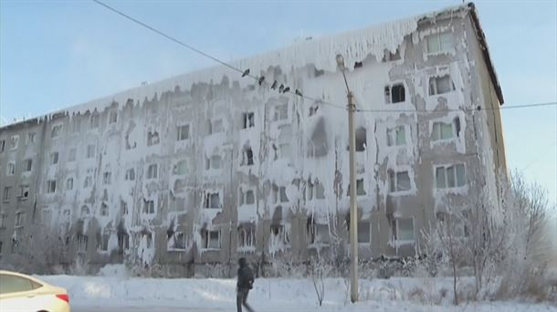 Un edificio congelado en Siberia