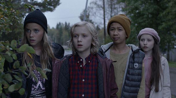 El joven Lars y su grupo de amigos