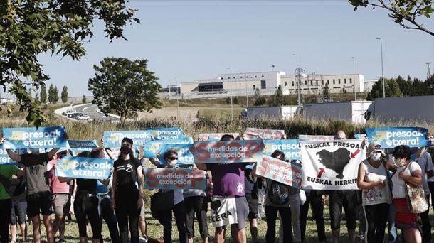 Sólo 25 de los 218 presos de ETA cumplen condena en las cárceles vascas |  Política