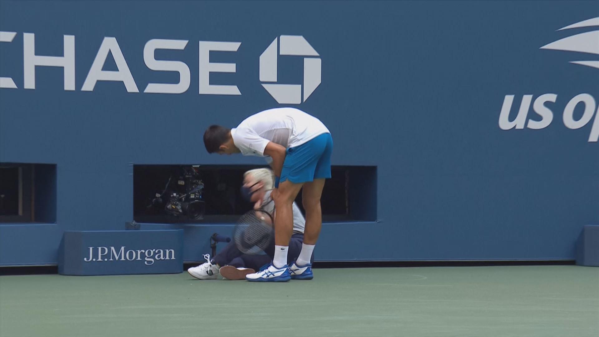 Video Del Pelotazo Involuntario De Djokovic A Una Juez En El Us Open Deportes Eitb