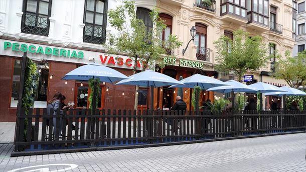 Imagen de archivo de unas terrazas en Bilbao. Foto: EFE