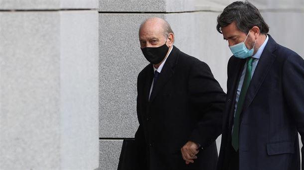 El juez pide a Fernández Díaz que entregue el teléfono móvil que usaba en 2013