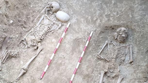 Los restos de dos gudaris navarros fueron exhumados en Sigüés |  Política
