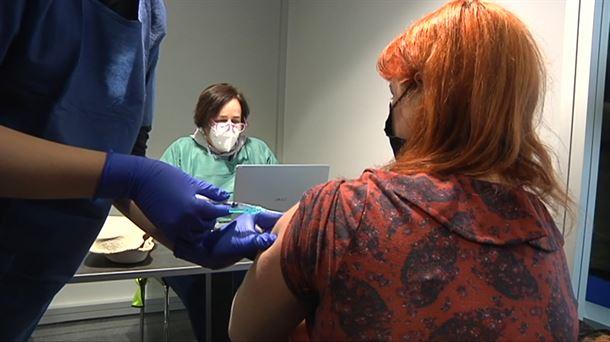 Cerca de 280 trabajadores sociales de la salud fueron vacunados esta tarde en Navarra |  Sociedad