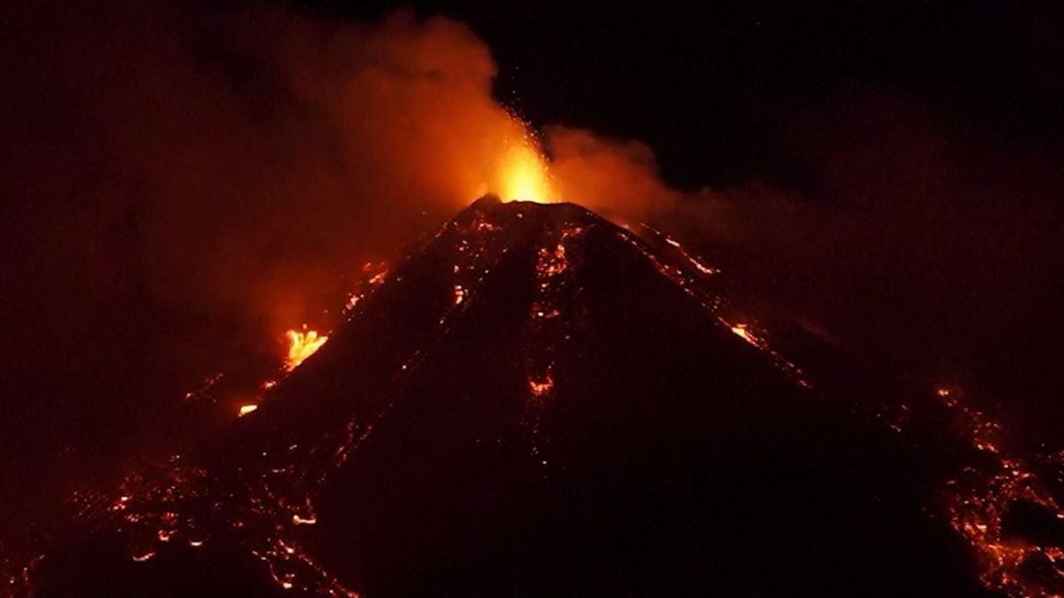 Vídeo: Espectacular erupción del volcán Etna el 19 de enero de 2021