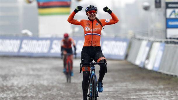 20210130165632 lucindabrandmundialcicloc foto610x342 - Lucinda Brand corona su temporada: Campeona del mundo CX