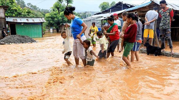 Vídeo: Lluvias e inundaciones en Indonesia el 5 de abril de 2021