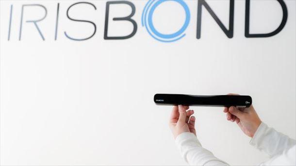 La 'startup' vasca Irisbond lanza Hiru, el aparato que activa máquinas con la mirada