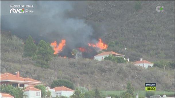 Fuego rodeando una casa. Imágenes de RTVC